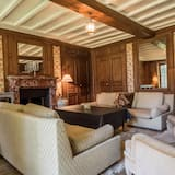 Family Suite, 4 Bedrooms - Living Room