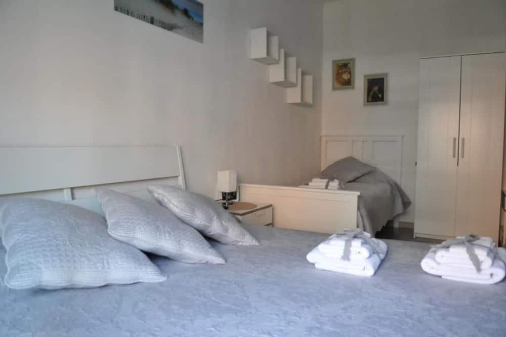 Trivietis kambarys, iš miegamojo pasiekiamas vonios kambarys - Svečių kambarys