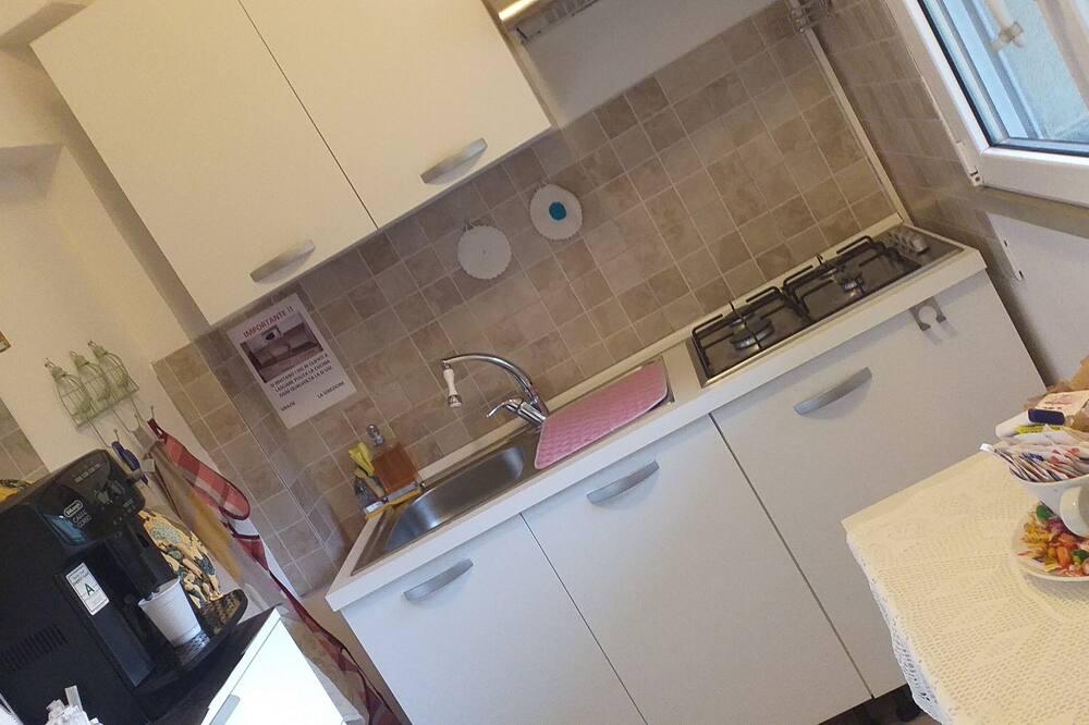 Trivietis kambarys, iš miegamojo pasiekiamas vonios kambarys - Bendra virtuvė