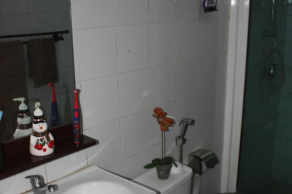 Comfort apartman, 3 hálószobával, dohányzó, kilátással az óceánra - Fürdőszoba