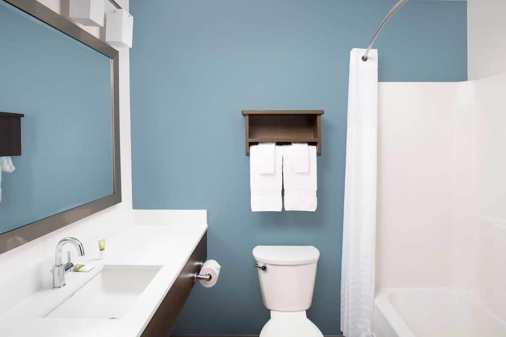 Standard Studio, 2 Queen Beds, Kitchen - Bathroom