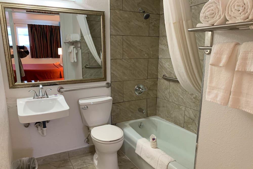 Deluxe-huone, 1 parisänky, Tupakointi kielletty, Keittotila - Kylpyhuone