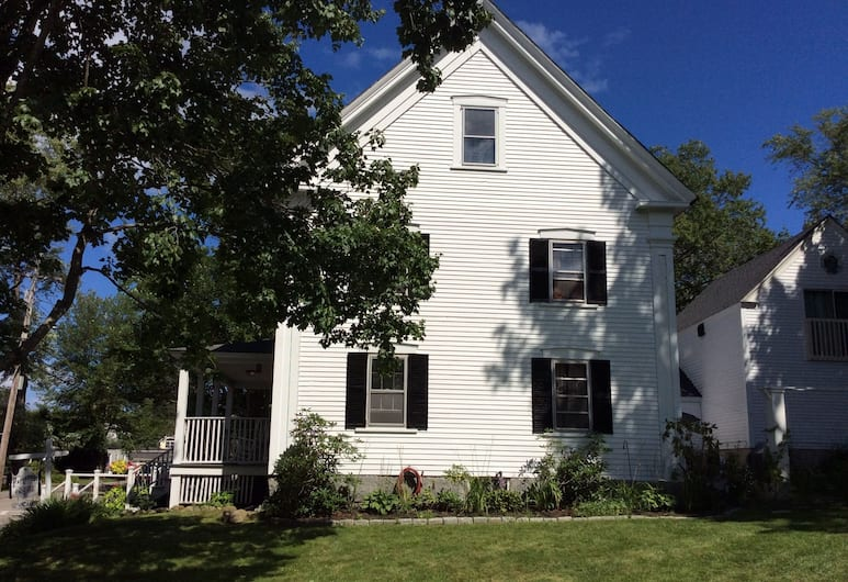 Old parsonage bed and breakfast, Kennebunkport, Property Grounds
