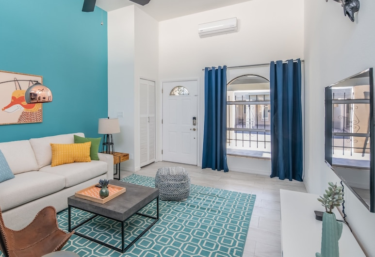 Sleek 2BR Townhome Central Phx by WanderJaunt, Phoenix