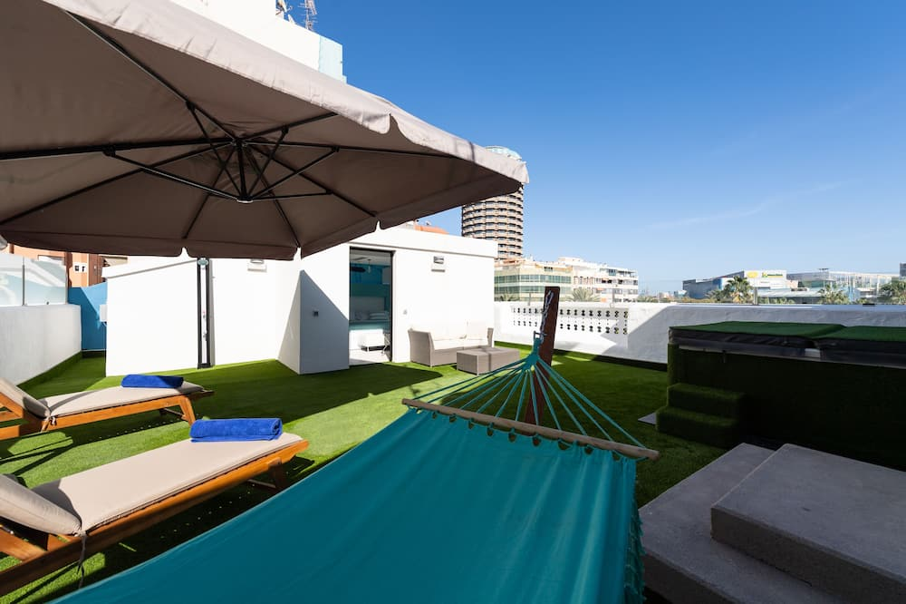 Suite Deluxe with Terrace and Jacuzzi (1 Adult and 1 Child) - Altan