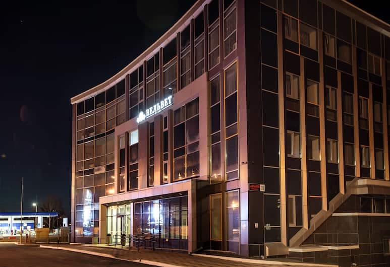 Velvet Hotel, Yekaterinburg, Hotel Front – Evening/Night