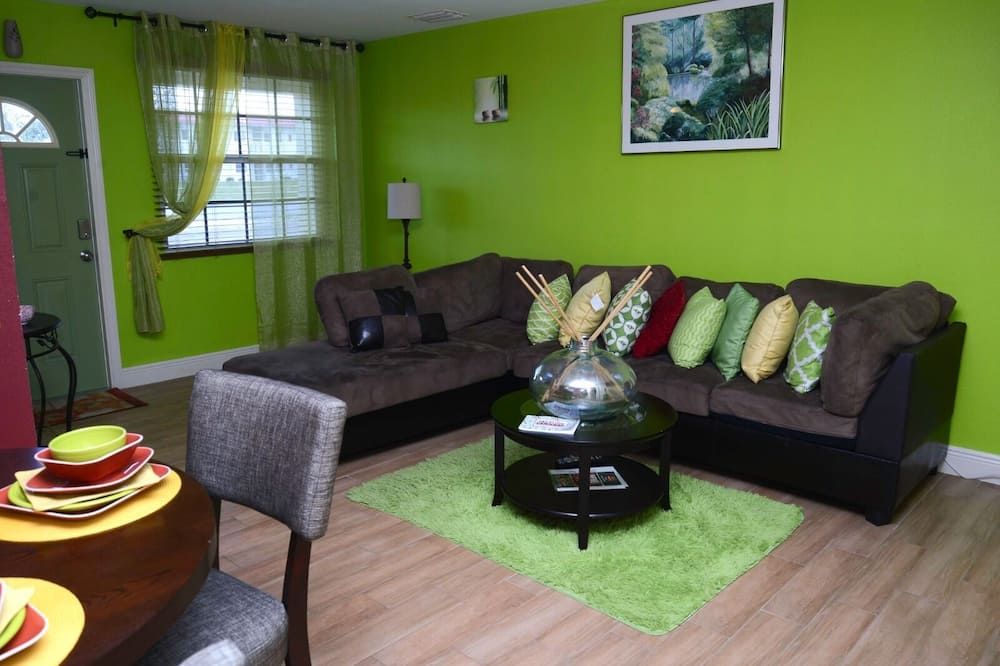 Comfort Apartment, 1 Queen Bed with Sofa bed, Non Smoking - Living Area