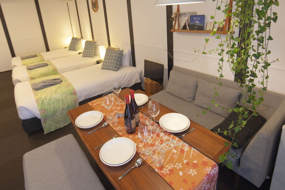 Deluxe Triple Room, Non Smoking - In-Room Dining