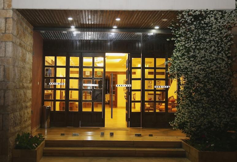 Douma Hotel, Douma, Hoteleingang