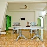 Dormitorio condiviso, dormitorio misto, patio, vista giardino - Area soggiorno