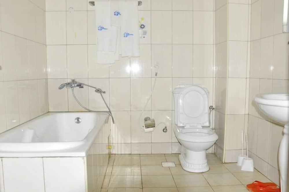 Standard-Zweibettzimmer, Stadtblick - Badezimmerausstattung