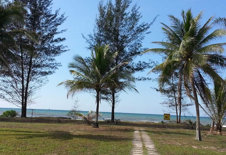 Sea View Resort Hotel & Apartments, Kuala Belait, Beach