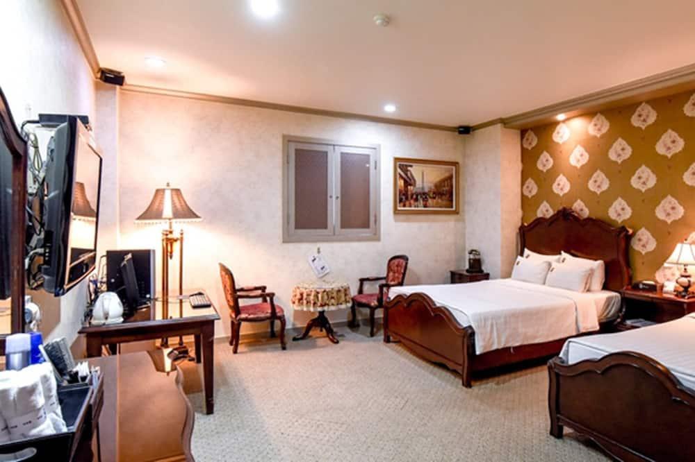 Twin Suite - Guest Room