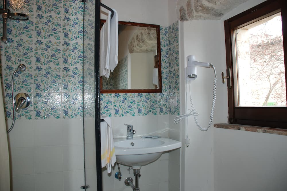 Economy Double Room, Mountain View - Bathroom