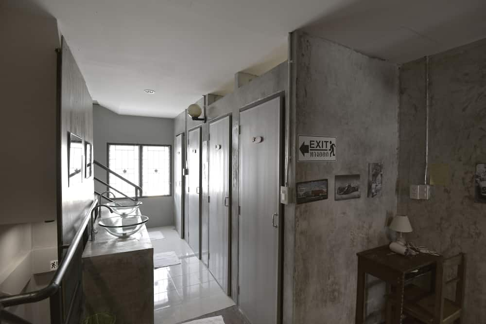 Small Double Private Room with Shared Bathroom - Casa de banho