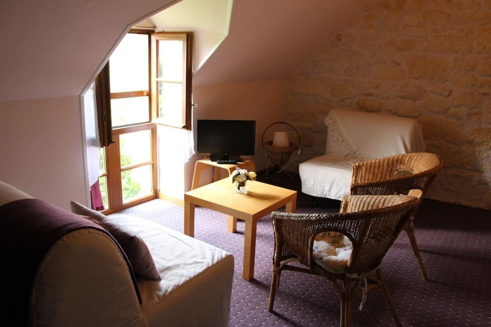 Double Room, Multiple Beds, Non Smoking - Living Area