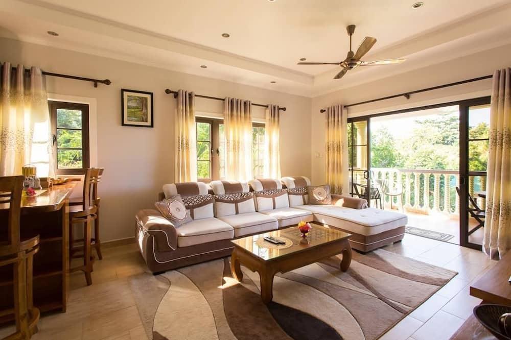 Family Apartment, Non Smoking, Partial Ocean View - Living Area