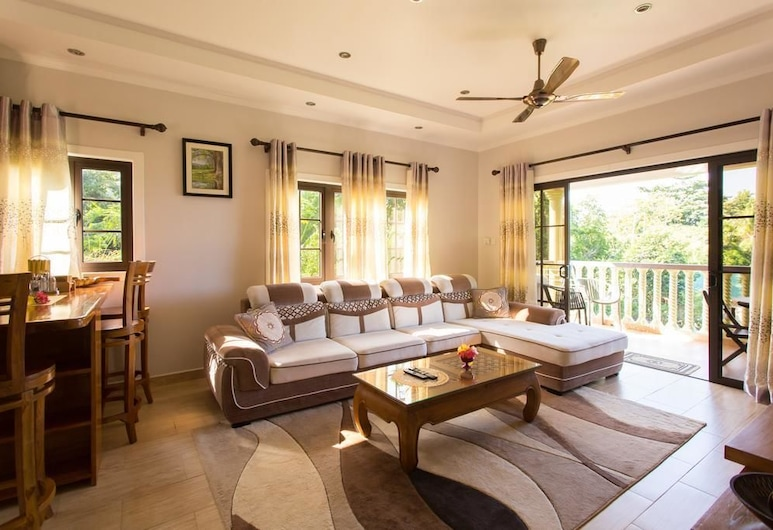 Belle Montagne Holiday Apartments, Mahe Island, Family Apartment, Non Smoking, Partial Ocean View, Living Area