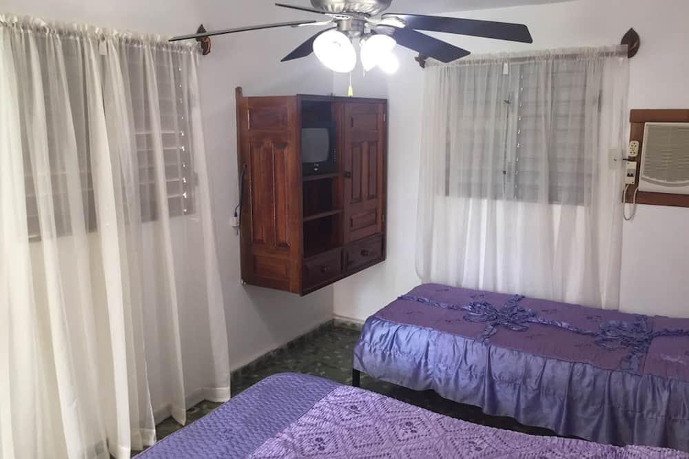 Štandardná trojlôžková izba, viacero postelí, nefajčiarska izba - Hosťovská izba