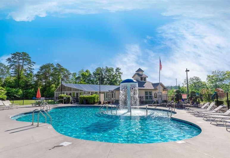 Brother Bear - Three Bedroom Condo, Pigeon Forge, Pool