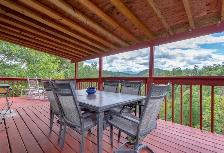 Eagle Ridge - Three Bedroom Cabin, Sevierville, Cabin, 3 Bedrooms, Fireplace, Mountain View, Terrace/Patio