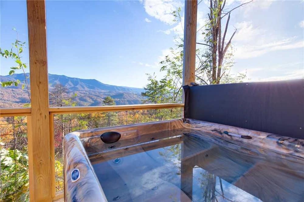 Ferienhütte, Mehrere Betten, eigener Pool, Bergblick - Balkon