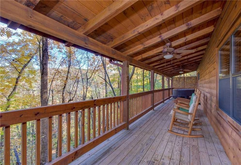 Grin and Bear It - Three Bedroom Cabin, Pigeon Forge, Cabin, 3 Bedrooms, Hot Tub, Balcony