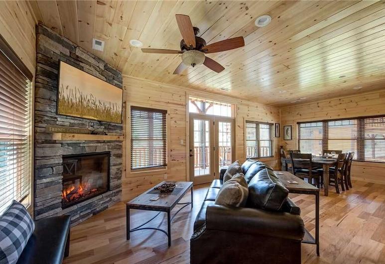 Smoky Haven - Three Bedroom Cabin, Gatlinburg