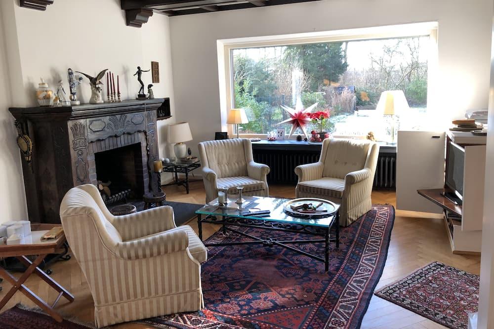 Single Room (Holz) - Living Area