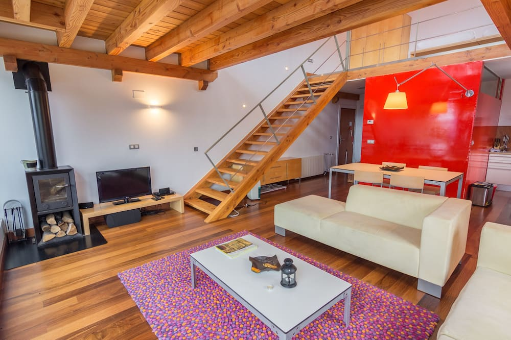 Superior Apartment, Terrace, Mountain View - Living Room