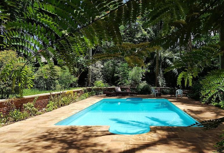 辛巴威尼旅館及露營飯店, 莫羅戈羅