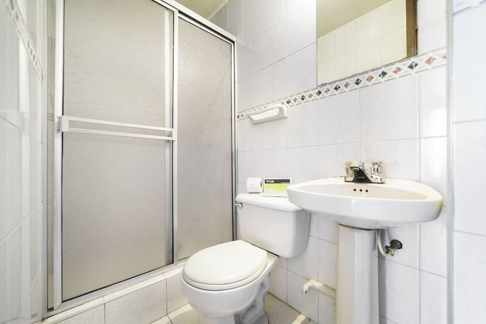 Triple Room, 3 Twin Beds, Non Smoking - Bathroom
