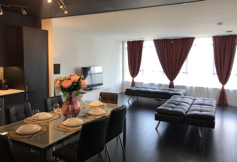 Private 5 Star Home 3BR-2BA Downtown, Toronto
