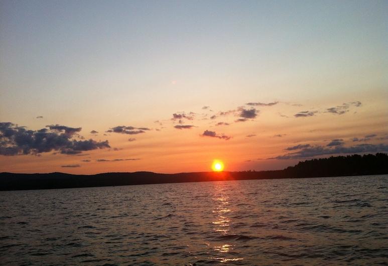 Leave it All Behind! Sebago Lake Area Cottage, Kayak, Canoe & Fish, Pets Free!, Neipelsa, Pludmale