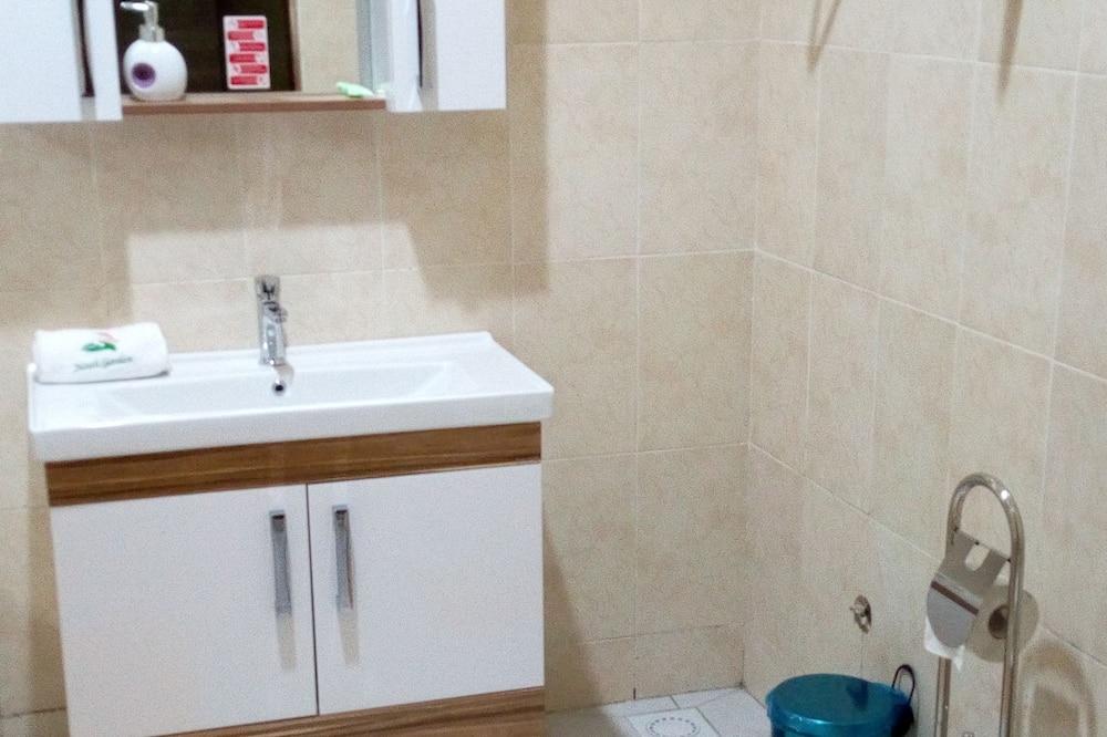 Phòng đôi Deluxe, Quang cảnh thành phố - Phòng tắm