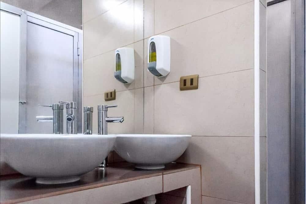 Dormitório Partilhado, Dormitório Misto, Casa de Banho Partilhada (cap. 7) - Casa de banho