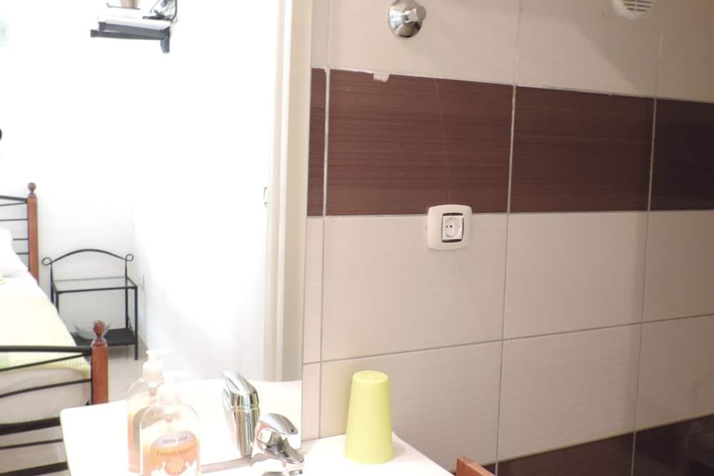 Stúdió - Mosdó a fürdőszobában