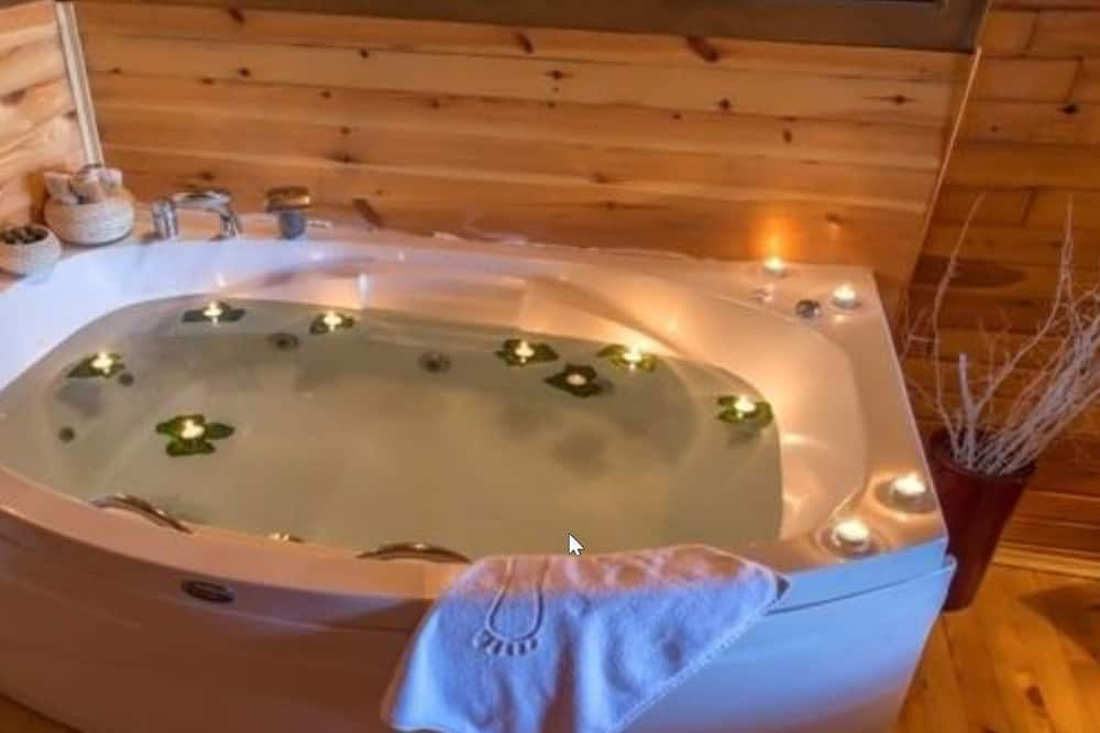 Bungalow, Jetted Tub - Jetted Tub