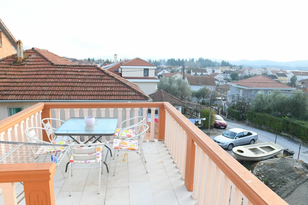 Comfort Apartment, 1 King Bed with Sofa bed, Non Smoking, City View - Balcony