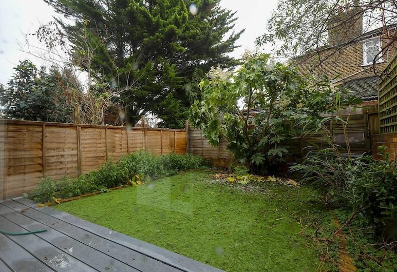 Lewisham Family Home for 7, 20mins to LDN Bridge!, London, Property Grounds