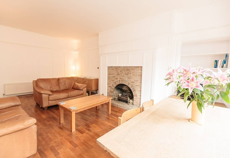 Beautiful West End Flat With A Private Garden, Edinburgh, Living Room
