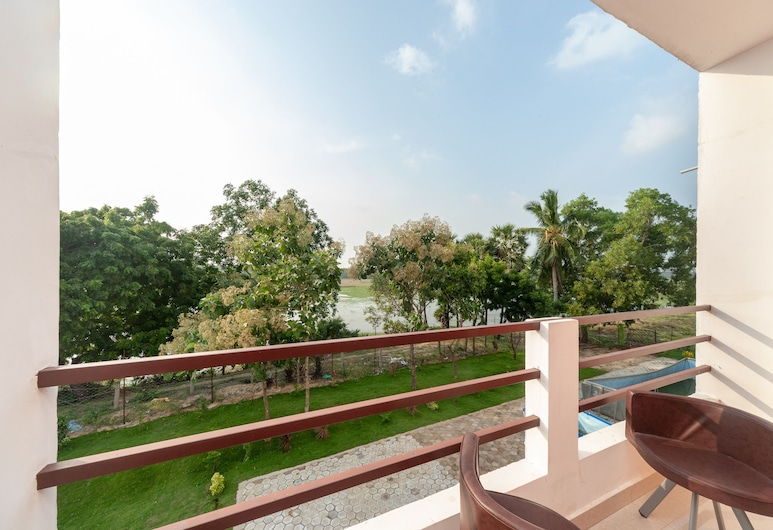 OYO 22532 Purple Lake View, Tindivanam, Double or Twin Room, Balcony