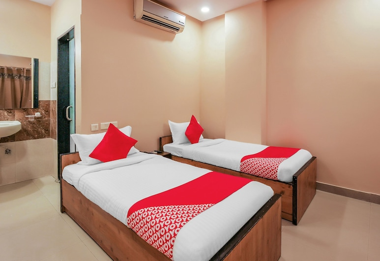 OYO 18926 Tourist Krishna Inn, Hyderabad, Double or Twin Room, Guest Room