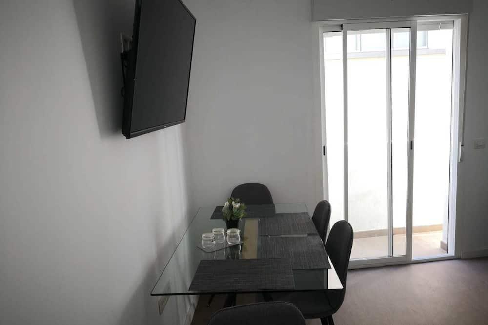 Apartment, 2 Bedrooms (Bajo Izq) - In-Room Dining