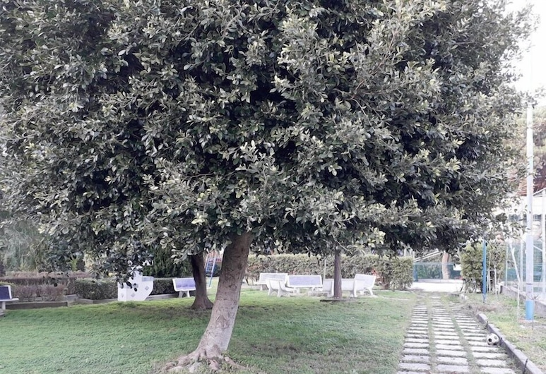 Baia Blu Falcone, Falcone, Property Grounds