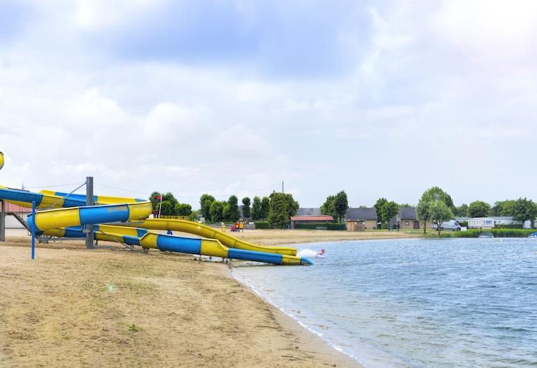 هوليداي سويتس جابيكي, جابيك, الشاطئ