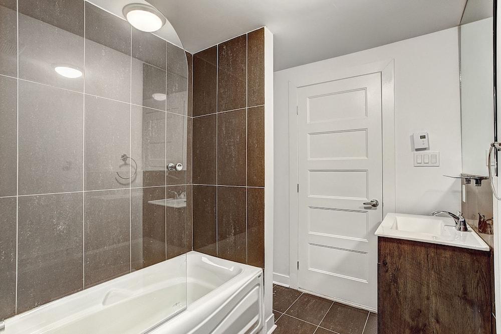 บิสซิเนสคอนโด, 1 ห้องนอน, ปลอดบุหรี่, วิวเมือง - ห้องน้ำ
