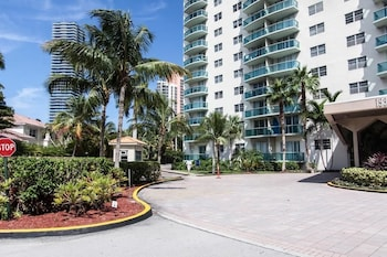 A(z) Destination Stays-Ocean View Condo Miami hotel fényképe itt: Sunny Isles Beach