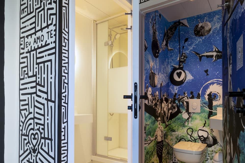 Private Ensuite Bedroom for 8 people - Bathroom