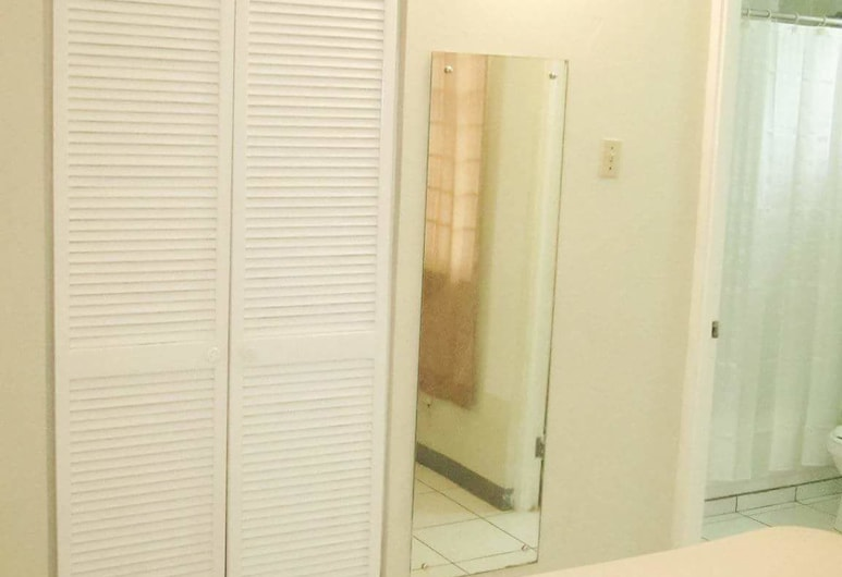 Camelia Rooms, Kingston, Dvojlôžková izba typu Comfort, 1 veľké dvojlôžko, nefajčiarska izba, výhľad na záhradu, Hosťovská izba